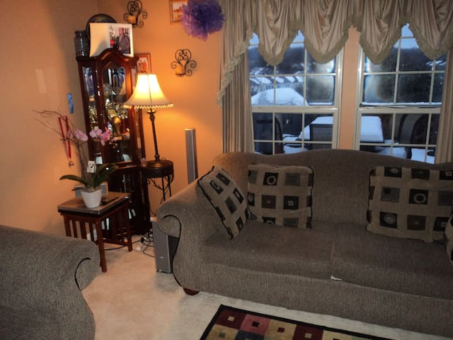 Luxury Town home not far from Baltimore downtown - Owings Mills - Radhus