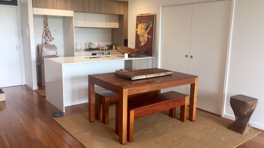 Spacious unit close to airport. - Hamilton - Departamento