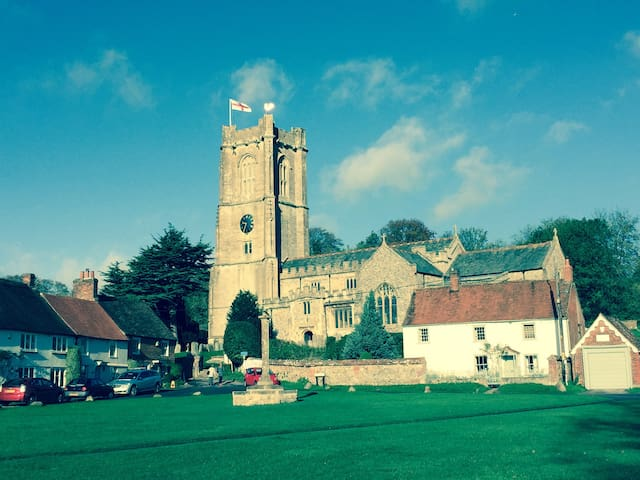 Lovely double room in Aldbourne - Aldbourne - 獨棟