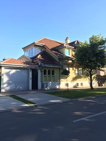 Komfortable hous in the city center - Pančevo - Haus