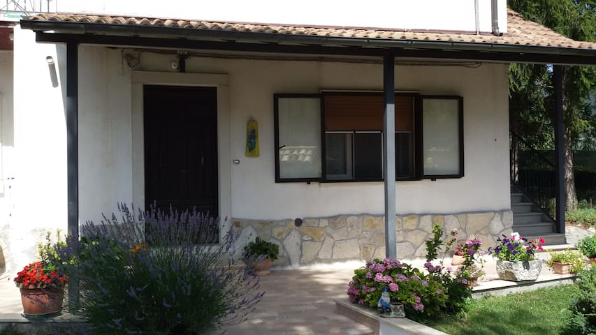 Casa con giardino privato - Barrea - Leilighet