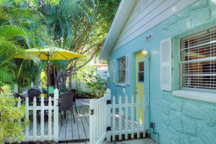 Anna Maria Beach Cottage (West) - Bradenton Beach - Villa