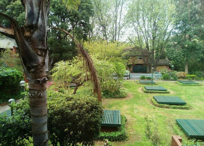 Lovely 2 Storey Courtyard Apartment - North Melbourne, Victoria, AU - Appartement
