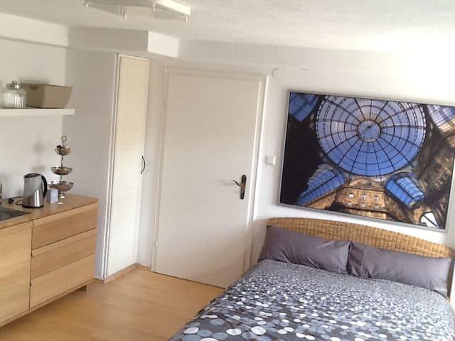 Möbiliertes Ferienzimmer nahe Legoland - Leipheim - Huis