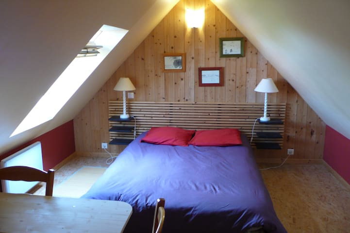 Chambre+SdB  dans la campagne proche de Lannion - Ploubezre - Huis