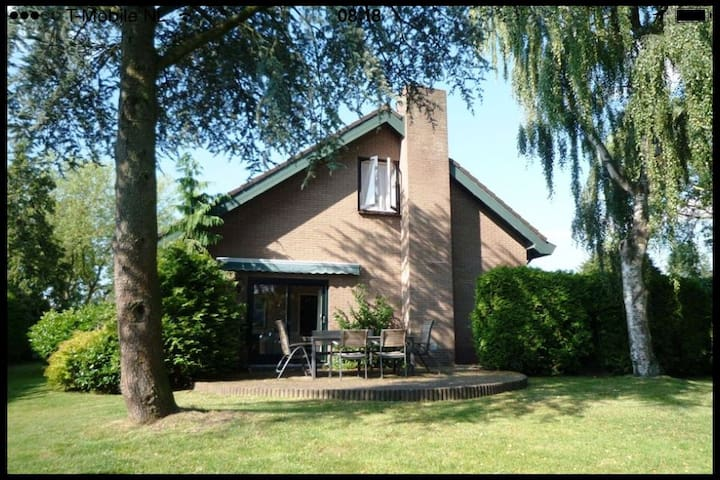 Big Familyhome with green garden near Amsterdam - Nijkerkerveen - Casa