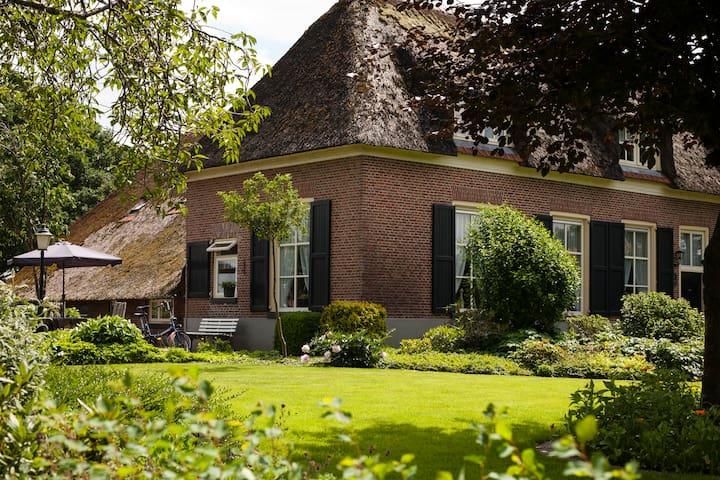 Authentic farmhouse apartment - Lemelerveld - Apartamento