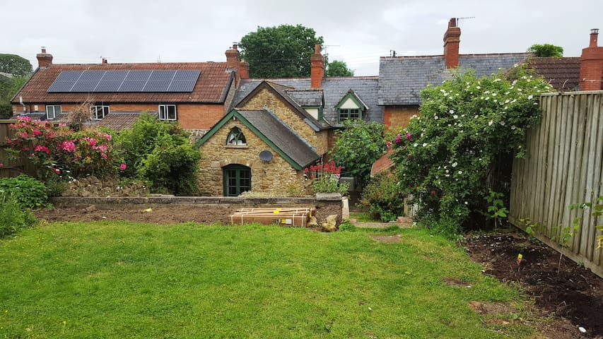 Charming and quiet 4 bedroomed Somerset cottage - Puckington