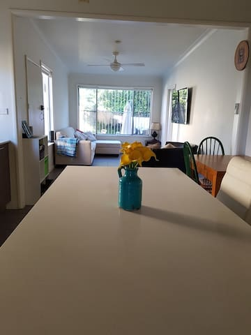 Cosy 3 bed family home with gardens close to beach - Chifley - Ev