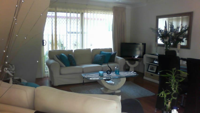 IMMACULATE HOME CLOSE TO STATION !!!! - Beverly Hills