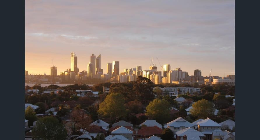 STUNNING CITY VIEWS from King George Court - Victoria Park - Appartement