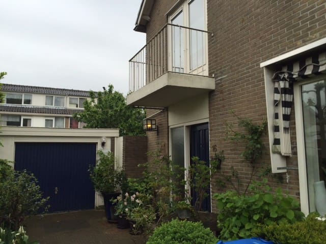 A whole house, train just 10 min, Schiphol 25 min - Alphen aan Den Rijn - Casa