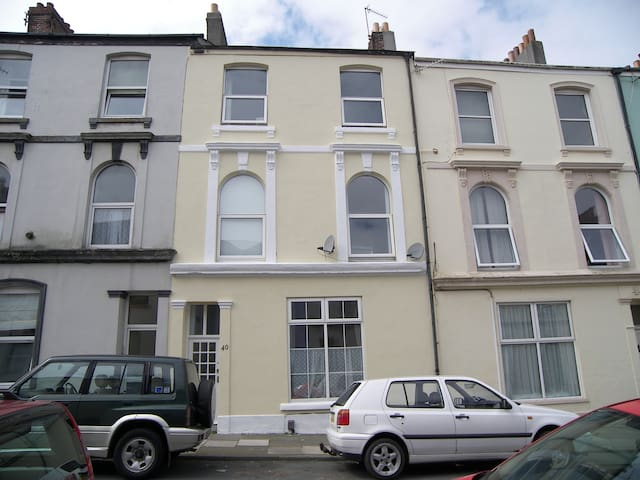 Comfortable Victorian town house close to the sea - Plymouth