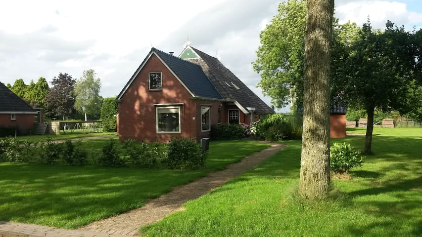 Ruime woonboerderij - Bakkeveen