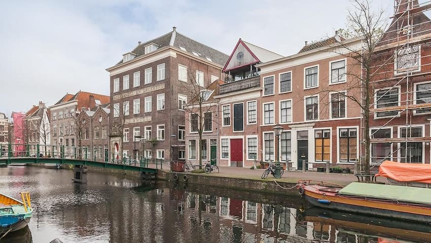 Spacious luxury apartment with canal view - Leiden