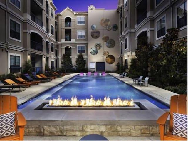 Midtown Living - Даллас - Квартира