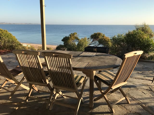 Absolute Beach Front!  ... 21 Black Point Drive - Black Point - Maison