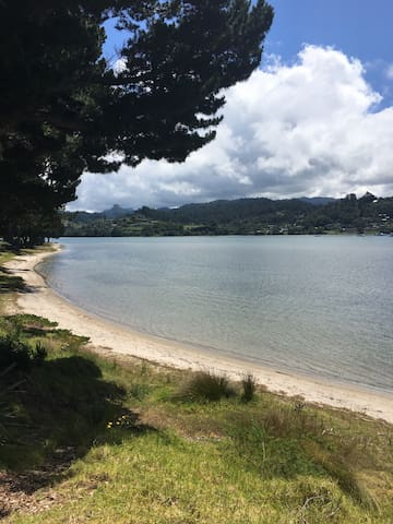Batch Style Getaway on the Beach - Pauanui - Casa