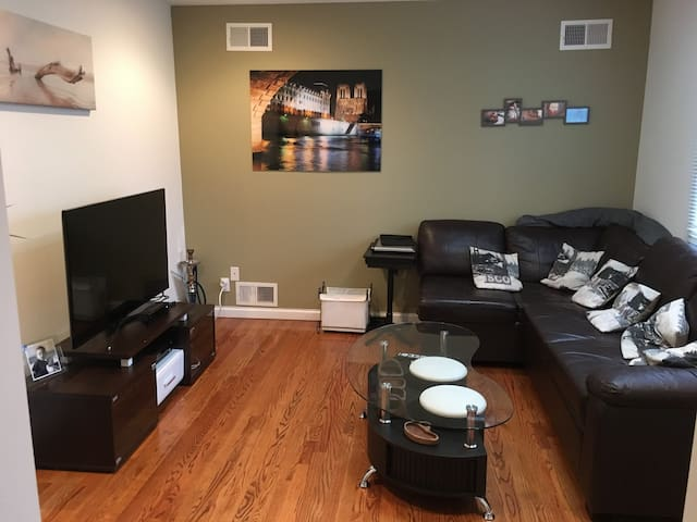 All equiped and private 4 bed 3 bath 30 min to NYC - New Rochelle - Hus