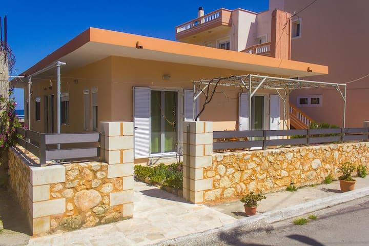 Seaside Family House - Galatas - Casa