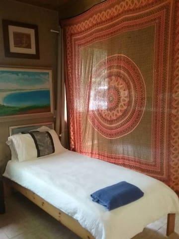 Currumbin Canopy Lodge Single Bed 2 - Currumbin Valley - Internat
