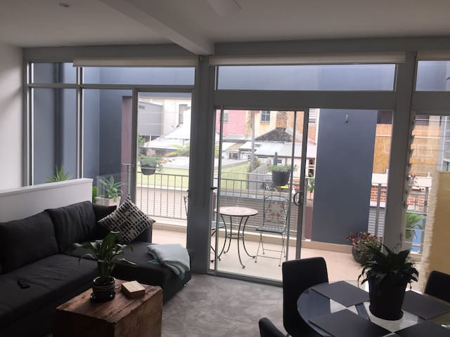 Gorgeous private Apartment-Studio with garage&deck - Beaconsfield