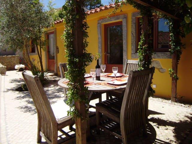 Cozy house in a quiet seaside resort - Salir do Porto - Byt