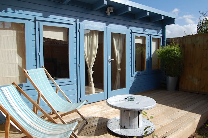 The hut in the garden !!! - Caen - Stuga