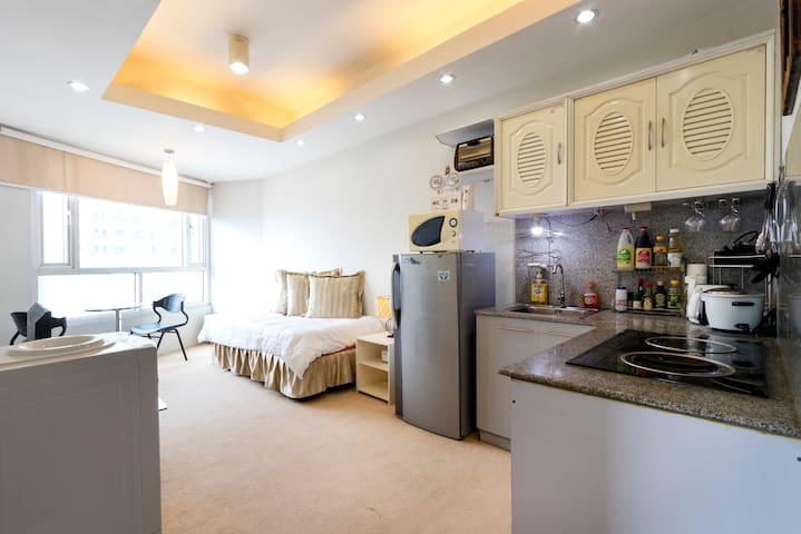 Bright & sunny, overlooking manila MEZZA 1 - Quezon City - Lägenhet