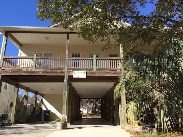 Bright, open, and airy- close to the beach and ICW - Oak Island - Casa