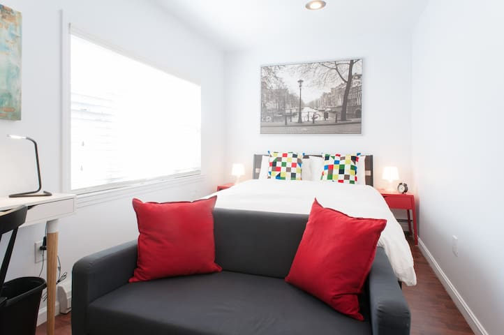 Queen Bed/8 min walk Airport/Easy Access Downtown - Boston - Hus