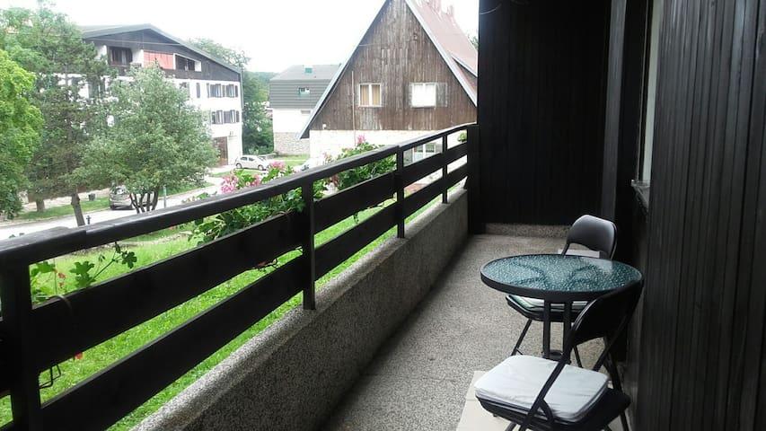 Near the lakes and bus stop apart. - Plitvička Jezera - Lägenhet