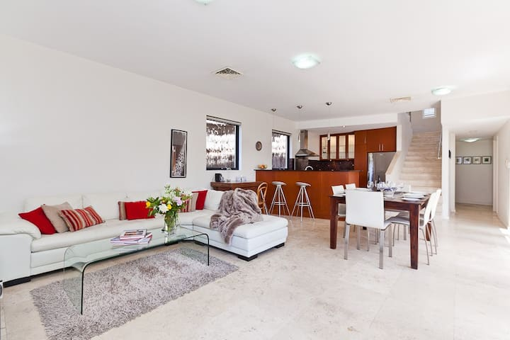 North Freo Chic,executive house - North Fremantle - Huis