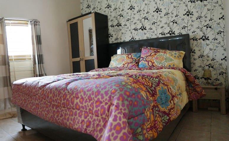 Griya Kulon Guest House - Gayamsari - Maison