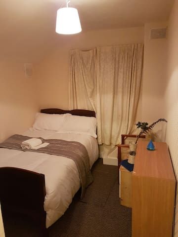 Confy Big Bed and a quiet nite - Bedford, England, GB