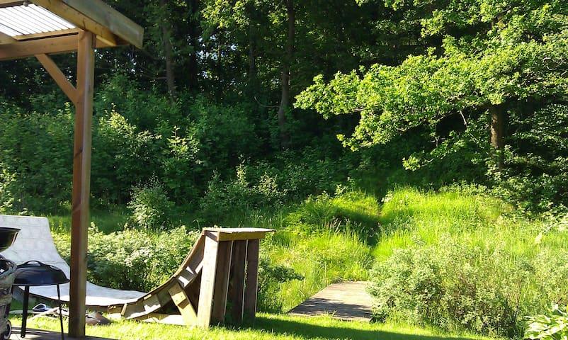 Två skogsnära rum med uteplats. - Oskarström - Hus