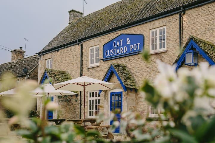 The Cottage, Cat and Custard Pot - Shipton Moyne - Hus