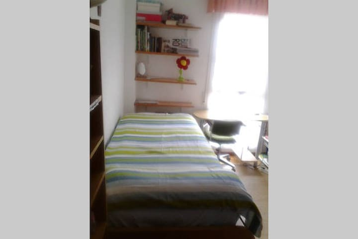 Habitacion ideal para caminantes en Pamplona - Pamplona - Bed & Breakfast