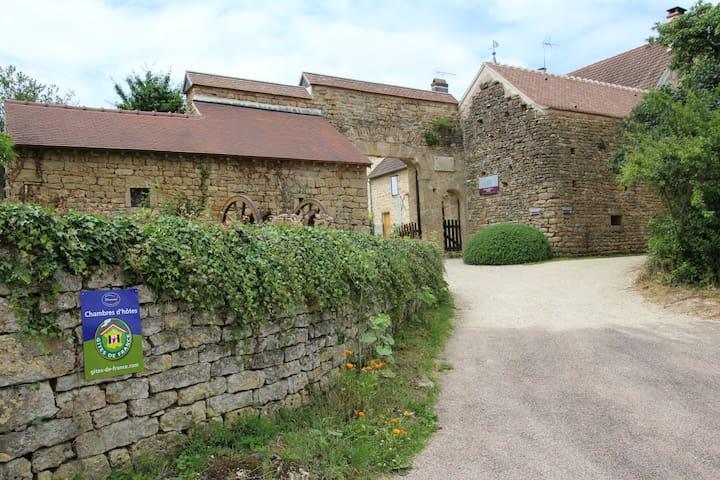 Au Porche Vauban, B&B - Fontenay-prés-Vézelay - Bed & Breakfast