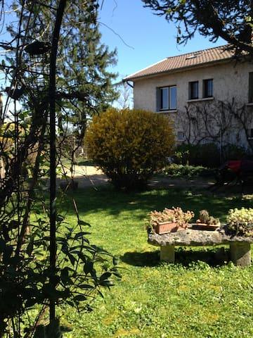 RDC Chambre calme entrée privée Villa sur jardin - Chazay-d'Azergues - Casa