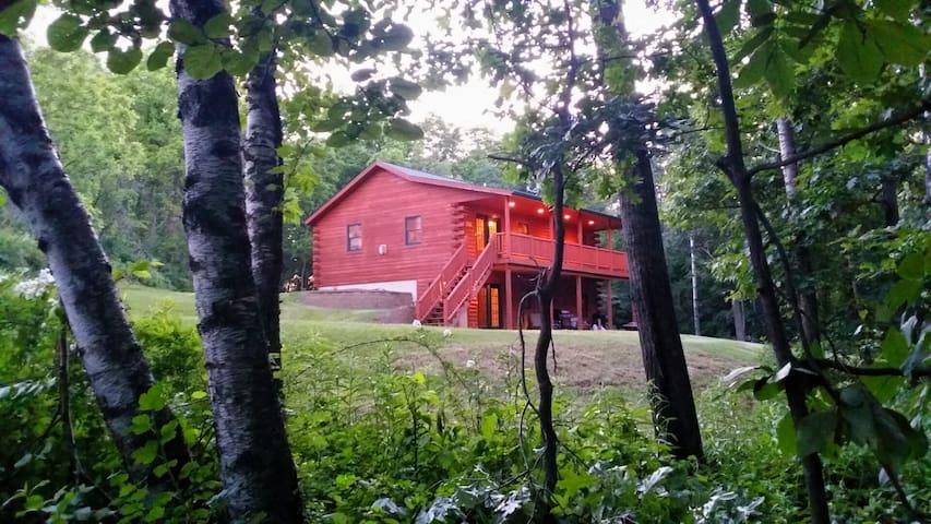Timber Ridge Hideaway 4 bed Log Cabin w/ Hot Tub - Harpers Ferry - Cabaña