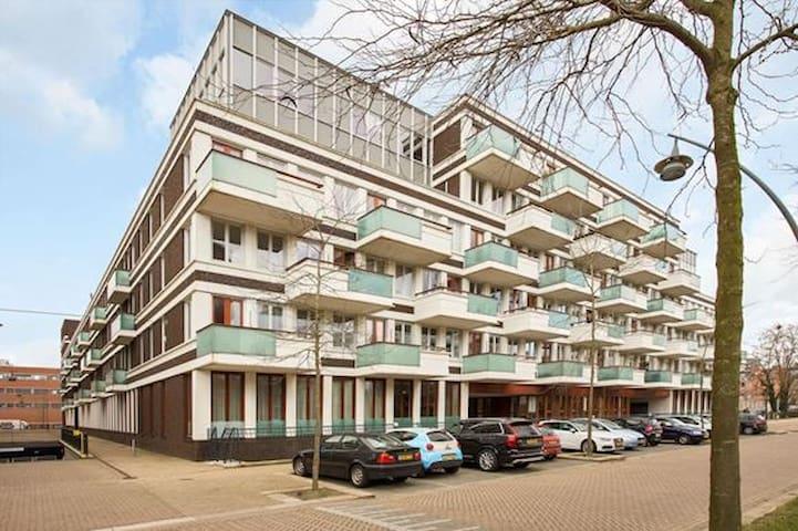 Comfortable apartment with spacious sunny balcony - 's-Hertogenbosch (Den Bosch, A Floresta do Duque) - Apartamento