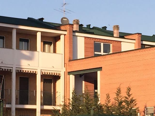 Per viaggiatori di lavoro o piacere a Novara - Pernate - Leilighet