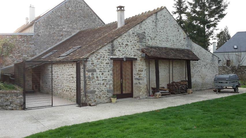 Petite maison à la campagne, proche de Paris - Boissy-le-Sec - Hus