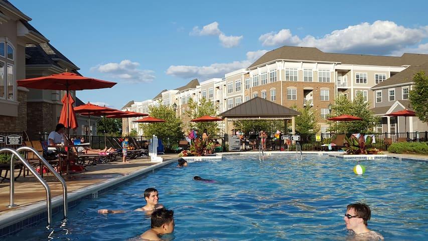 Amazing Luxury Apt + Elite Ammenities - Franklin Township - Appartement