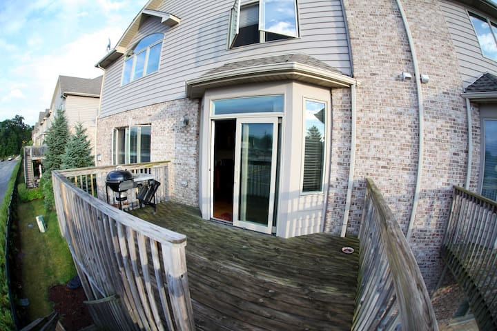 Spacious modern home, 20min to ORD/8 iron to Metra - Wood Dale - Townhouse