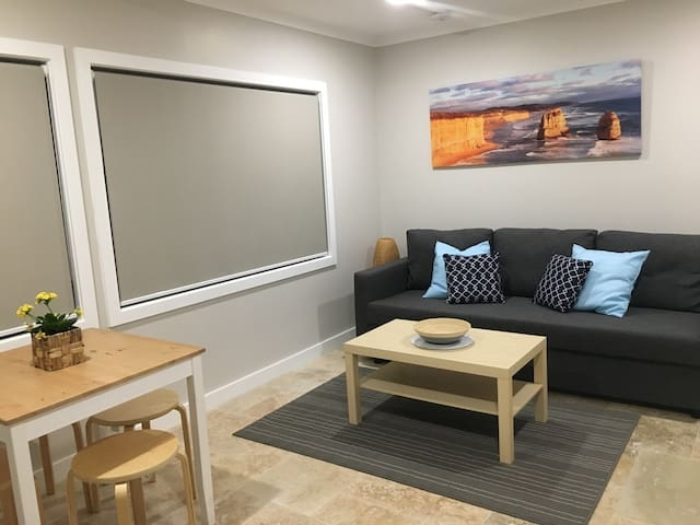 Modern and cosy self-contained 1 bedroom apartment - Grays Point - Leilighet
