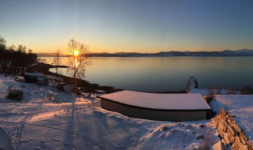 Midnight sun and northern lights - Finnsnes - Byt
