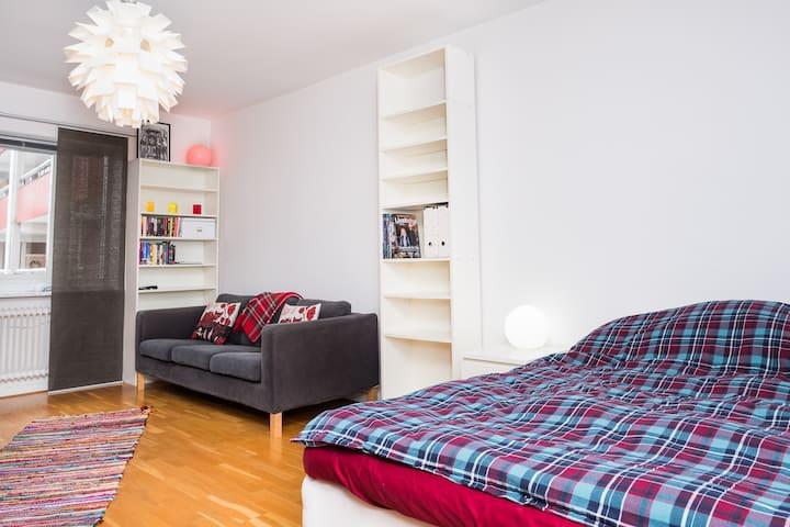Charmig central 1:a med stort kök - Jönköping - Apartemen