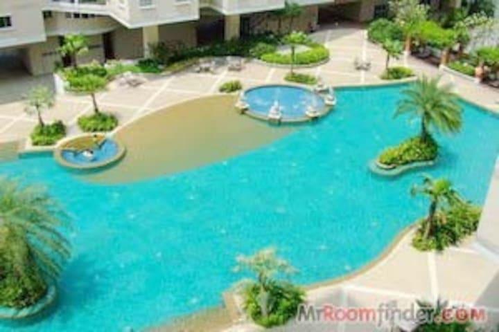 Big pool luxury Condo 2 bed rooms - Bangkok - Társasház